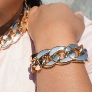 Jewelry - Gold chain bracelet   chunky